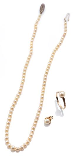 Sale 9160 - Lot 312 - VINTAGE CULTURED PEARL RING, NECKLACE AND PENDANT;  9ct gold ring set with a 7mm pearl, size O, wt. 1.98g, a 3.5-4.7mm round graduat...