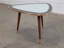 Sale 9151 - Lot 1019 - Vintage tri legged coffee table (h:45 x d:66cm)