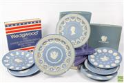 Sale 8604W - Lot 56 - Wedgwood Jasperware Plates (Dia:22cm) Mainly Pale Blue Together With Tricolour And 5 Colour Queens Silver Jubilee Examples (7 plates)