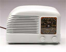 Sale 9114 - Lot 76 - STC Bakelite Radio (H 15.5cm W 23cm D 16cm)