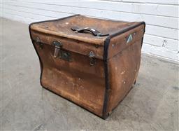 Sale 9121 - Lot 1008 - Vintage canvas hat box (h:38 w:45 d:41cm)
