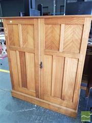 Sale 8462 - Lot 1012 - Oak Fitted 2 Door Lowboy