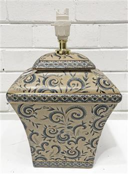 Sale 9108 - Lot 1038 - Oriental table lamp (h:38cm)