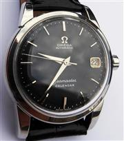 Sale 8387A - Lot 3 - A fine quality vintage mens omega Seamaster calendar wristwatch. Black dial with stainless steel case , black leather strap. Auto...