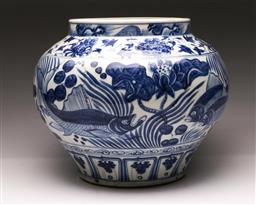 Sale 9110 - Lot 90 - A large Chinese blue and white jardiniere (H:30cm)