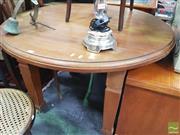 Sale 8455 - Lot 1032 - Round Oak Table