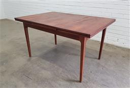 Sale 9134 - Lot 1093 - Mid century Teak extension dining table (h:74 l:135 w:92cm)