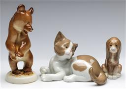 Sale 9173 - Lot 77 - A collection of free ceramic animal figures including Lladro (H: 14cm)