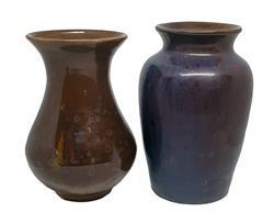 Sale 9093A - Lot 5081 - Lachlan Ely - Studio Pottery Vases h. 16.5 cm x d. 10 cm (brown) ; h. 17.5 x d. 8.5 cm (purple)