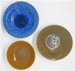 Sale 9093A - Lot 5082 - Lachlan Ely - Studio Pottery Bowls h. 4 x d. 17 cm (blue) ; h. 4.5 x d. 14 cm (brown) ; h. 3.5 x d.16.5 cm (mottled brown)