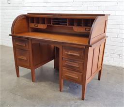 Sale 9108 - Lot 1063 - Vintage Tasmanian oak roll top desk (h120 x w136 x d78cm)