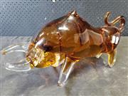 Sale 9022 - Lot 1081 - Art Glass Bull (h:22 x l:44cm)