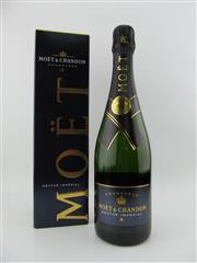 Sale 8423 - Lot 667 - 1x NV Moet et Chandon Brut Imperial, Champagne - in cooler bag