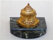 Sale 8362A - Lot 5 - An antique French bronze inkwell on a dark green marble base, overall size: 13 cm x 13 cm