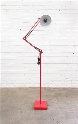 Sale 9108 - Lot 1015 - Industrial red adjustable floor lamp (h:170cm)