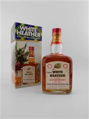 Sale 8498 - Lot 2020 - 1x White Heather De Luxe Blended Scotch Whisky - 750ml, old bottling, in box