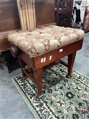 Sale 8896 - Lot 1078 - Adjustable Piano Stool