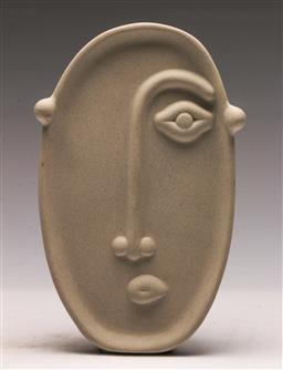 Sale 9131 - Lot 23 - Ceramic standing plaque of a face (L:20cm)