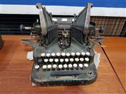 Sale 8723 - Lot 1095 - Vintage Oliver Typewriter