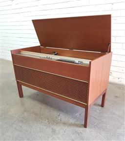 Sale 9108 - Lot 1026 - Kreisler lift top radiogram (h63 x w102 x d46cm)