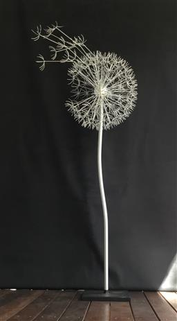 Sale 9175G - Lot 9 - Metal Dandelion Sculpture .Hand made from metal. General Wear . Slight Scratches on Pole .Size 152cm H x 60cm Widest  or 47cm D at ball