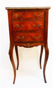 Sale 8362A - Lot 24 - A fine early French marquetry inlaid cabinet, size 91 x 45 x 35 cm