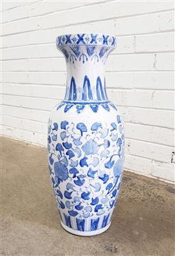 Sale 9112 - Lot 1098 - Blue & white Chinese vase (h:63cm)