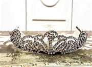Sale 8577 - Lot 28 - A rare vintage 1950s diamante tiara/head piece with original hair combs - Condition: Excellent  - Measures 34cm in length