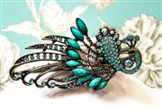 Sale 8577 - Lot 30 - A vintage style turquoise peacock bead and Swarovski crystal hair clip, L 12cm, Condition: New