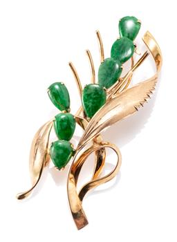 Sale 9169 - Lot 376 - A 14CT GOLD JADE BROOCH; set with 7 drop shaped jadeite jade plaques stamped Mogul, size 24 x 58.5mm, wt.9.58g.