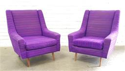 Sale 9117 - Lot 1091 - Pair of vintage upholstered armchairs in purple fabric (h:90 x w:80 x d:67cm)