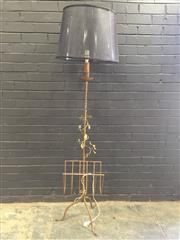 Sale 9006 - Lot 1027 - Brass Floor Lamp with Magazine Rack (h:185cm)