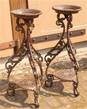 Sale 8871H - Lot 67 - Cast iron plant stand. Height 85cm