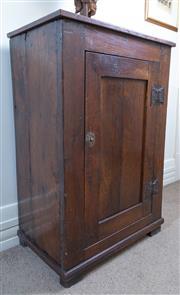 Sale 8800 - Lot 20 - An early Georgian oak single door cupboard, H 99 x W 66 x D 41cm
