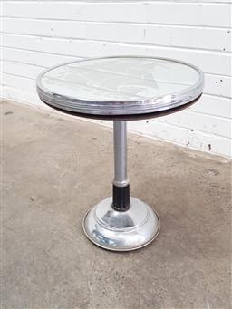 Sale 9108 - Lot 1047 - Art deco mirrored top coffee table (h50 x d40cm)