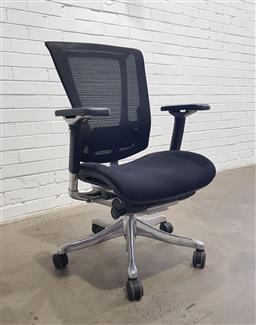 Sale 9121 - Lot 1020 - Modern office chair (h:102 w:67 d:58cm)