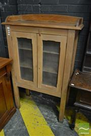 Sale 8500 - Lot 1084 - Early 20th century Kaur Pine Meat Safe, with gallery back, two mesh panel doors & sides