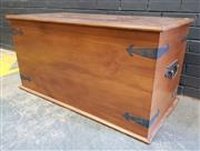 Sale 9026 - Lot 1029 - Timber Lift Top Chest (h:60 x w:119 x d:58cm)