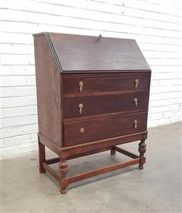 Sale 9108 - Lot 1078 - Oak elevated bureau (h:100 x w:75 x d:40cm)
