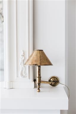 Sale 9200P - Lot 75 - A vintage Italian 1930s wall light in brass, Height 26cm x Width 16.5cm x Depth 17.5cm Provenance; Collette Dinnigan's Southern Hi...