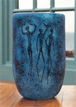 Sale 9191H - Lot 4 - Spirit Figures Vase by Sean ODonoghue, Noosa Master Glassblower, trained at Waterford Crystal, H 18 cm