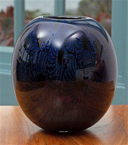 Sale 9191H - Lot 92 - Dichroic Vase by Sean ODonoghue, Noosa Master Glassblower, trained at Waterford Crystal, H 14 cm