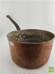 Sale 8439F - Lot 1824 - Large Copper Saucepan from Hotel Meurice, Paris (H 14cm x D 26cm)