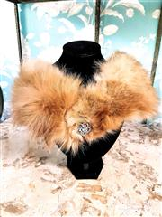 Sale 8577 - Lot 89 - A vintage fox fur collar/ neck scarf with brooch and satin paisley lining, L 74cm, Condition: Excellent
