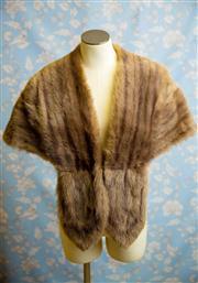 Sale 8577 - Lot 90 - A vintage 1950s Hollywood style grey mink fur stole, Condition: Excellent