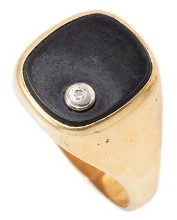 Sale 9149 - Lot 388 - A GENTS VINTAGE 14CT GOLD STONE SET RING; cushion shape onyx plaque applied with a collet set single cut diamond to tapering shank (...