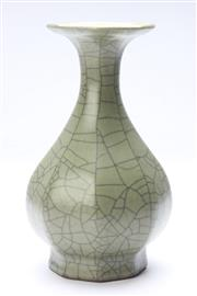 Sale 8667 - Lot 94 - Chinese Crackle Glaze Vase ( H 24cm)