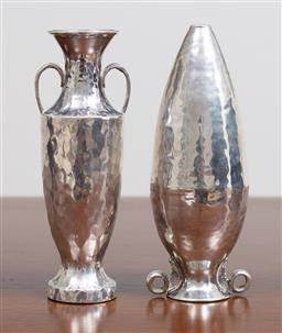Sale 9140H - Lot 72 - Two 925 Greek silver twin vases including a twin handled amphora vase, both with a beaten finish, Length 13cm, Weight 131g