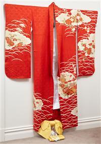 Sale 9090H - Lot 91 - A vintage Kimono with Kimono accessories, Yukata, belt & bow,
