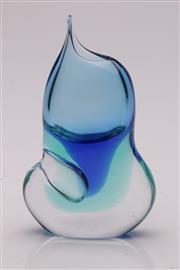 Sale 9057 - Lot 10 - A Well-Shaped Art Glass Vase H: 21cm